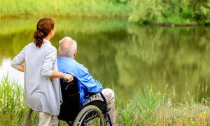 Где и как оформить уход за инвалидом 2 группы: документы и порядок действий