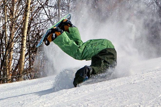 Сноубордист упал