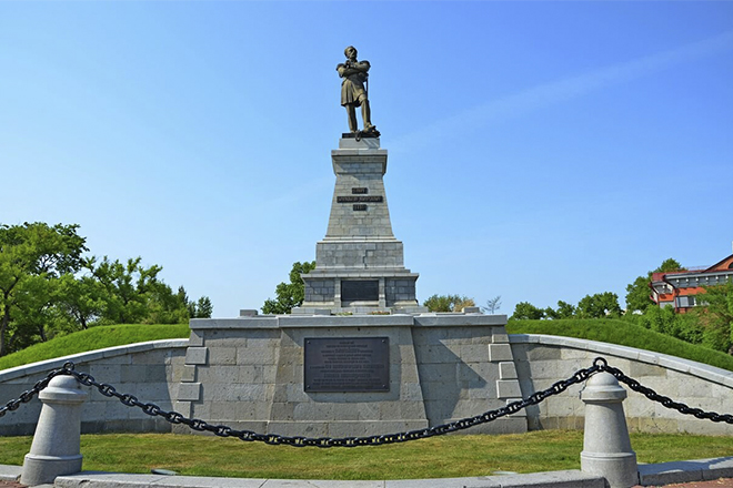 Памятник Муравьёву-Амурскому